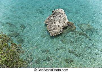 Felsen im Meer bei Lefkada auf der Insel Lefkas in...