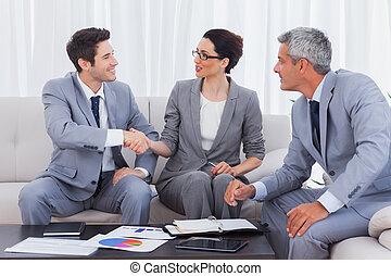 Feliz, negócio, pessoas, trabalhando, falando, junto,...