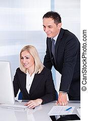 看, 從事工商業的女性, 電腦, 商人