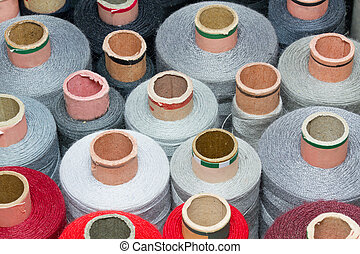 Bobbins of thread, format filling