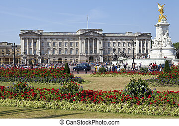 Buckingham Palace and Victoria Memorial - Buckingham Palace...