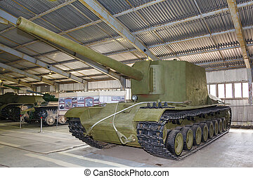 Russian self-propelled gun SU100Y - Russian self-propelled...
