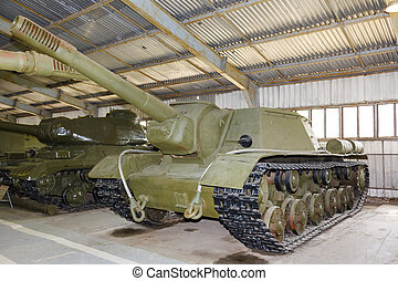 Russian self-propelled gun SU152 - Russian self-propelled...