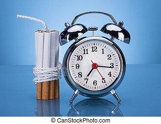 cigarros, amarrada, com, corda, e, alarme, relógio