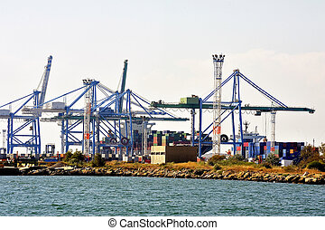 the quay of loading of the containers