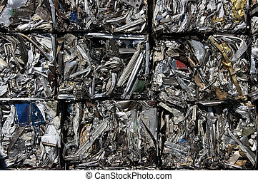 Recycled bale of aluminum - Recycling bales of compressed...