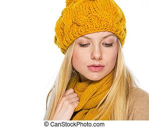 retrato, joven, mujer, sombrero, bufanda