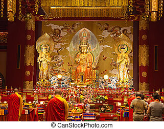 Buddha tooth temple - Interior of the Buddha tooth temple in...