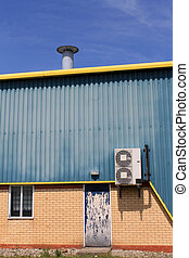 Air conditioning unit on warehouse - Air conditioing unit on...