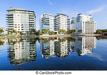 luxury houses and condos at the canal in Miami - MIAMI...