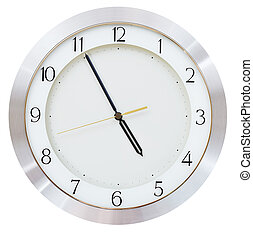 five minutes to five o clock on the dial round wall clock