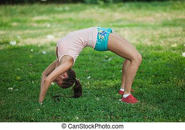 young girl began to pose a bridge - girl began to pose a...