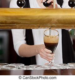 Garçonete, Despejar, escuro, Cerveja
