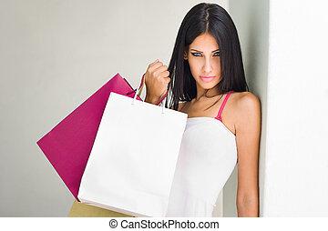 Brunette beauty shopping. - Portrait of a brunette beauty...