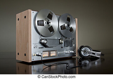 Analog Audio Stereo Reel To Reel Tape Recorder with reels
