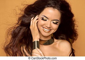 feliz, sonriente, mujer, Maquillaje, Soplar, rizado, pelo,...