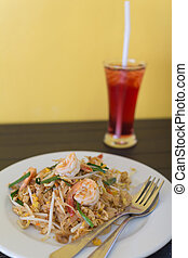 Thais dish Phad thai Fried noodle with shrimp