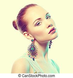 Retrato, bonito, jovem, mulher, Brinco