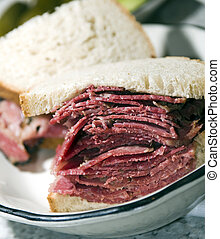 corned beef sandwich rye bread - corned beef pastrami side...