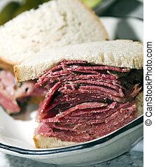 corned beef sandwich rye bread - corned beef pastrami side...