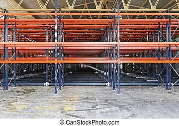 Warehouse shelves - Metal shelves for pallets in...