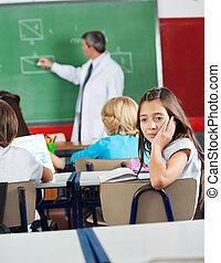 aburrido, colegiala, Sentado, en, aula