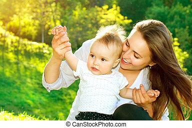 bonito, mãe, e, bebê, Ao ar livre, natureza