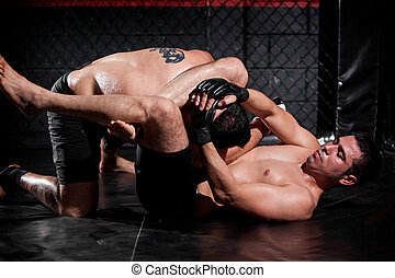Grappling and controlling his rival - Strong Latin MMA...