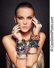 hermoso, mujer, pulseras