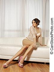 bonito, Cor-de-rosa, mulher, femininas, sofá, morena, posar,...