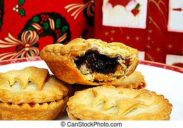 Traditional English mince pies. - Homemade mince pies,...