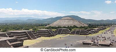 Pirmide del Sol in Teotihuacan Mexico city