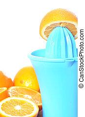 Preparing 100% orange juice using squeezer.