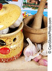 Garlic pot with pestle and mortar. - Ceramic garlic pot,...