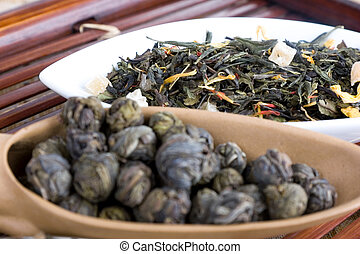 loose leaf tea - two different heaps of loose leaf tea in...