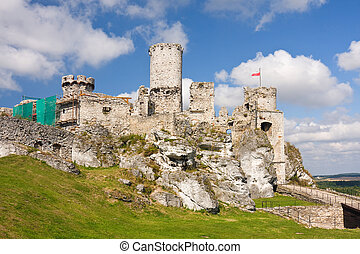 Ogrodzieniec Castle, Poland. - The old castle ruins of...