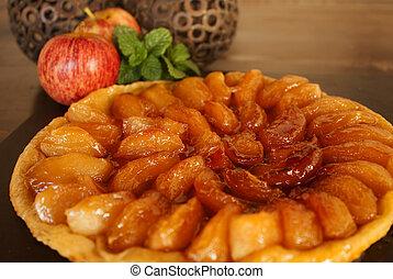 Tarte tatin - Apple tarte tatin. Caramelized apple pie.