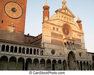 Cremona\'s dome - Cathedral in Piazza del Popolo, Cremona,...