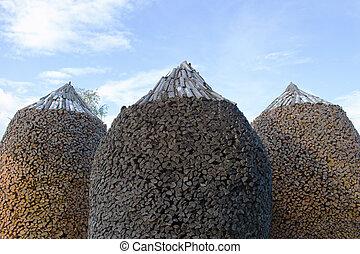 Round shaped woodpiles