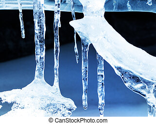 Ice icicle formations