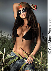 Young bohemian brunette posing - Photo of young bohemian...