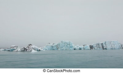 sail through jokulsarlon lagoon -
