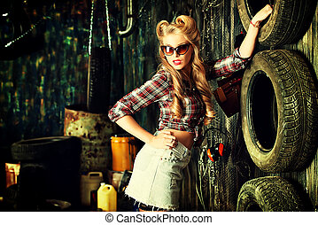 pin-up garage - Charming pin-up woman with retro hairstyle...
