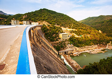 Day view of dam at Ter river. Sau reservoir