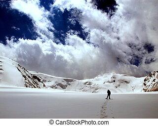 excursionista, nieve, montañas