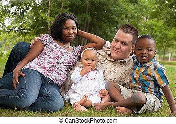 Multicultural, feliz, familia