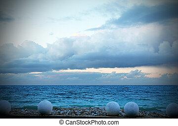 Blue theme - Vista sullo sconfinato mar tirreno di cui si...