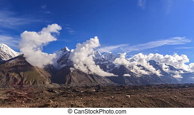 Clouds over glacier Inylchek Kirgystan, central Tien Shan -...