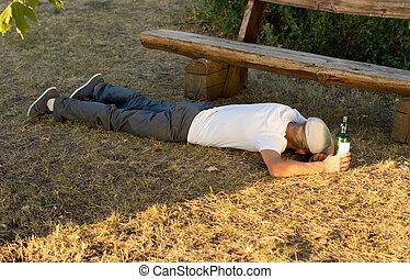 desempregado, homem, após, excessivo, bebendo