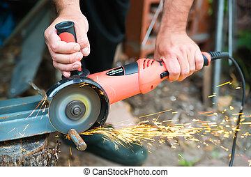 grinder machine while working